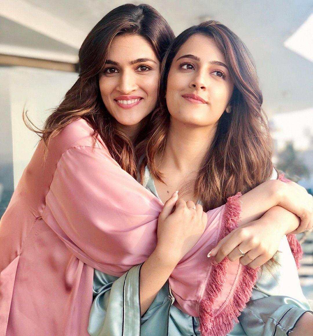 Gorgeous Kriti Sanon strikes a lovely pose with sister Nupur Sanon